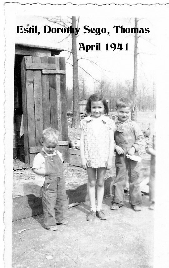 .Estil Dorothy and Thomas in April 1941.